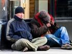 Richard Gere aparece irreconhecível ao gravar como mendigo para filme