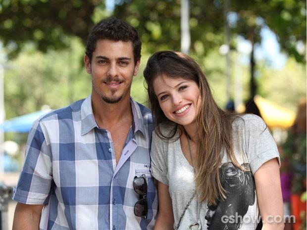 Sacha Bali e Agatha Moreira  (Foto: Em Família / TV Globo)