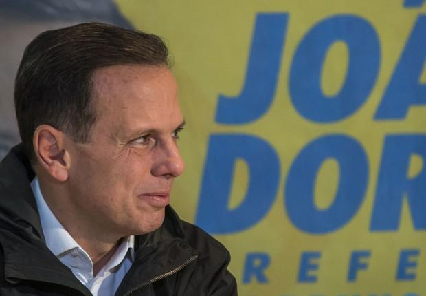 O candidato do PSDB à Prefeitura de São Paulo, João Doria, conversa com jornalistas após vitória no primeiro turno (Foto: Chello/FramePhoto/Agência O Globo)