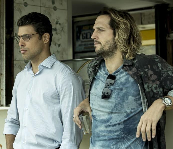 Cauã e Vladimir são Maurício e Celso, respectivamente, na minissérie (Foto: Ellen Soares/Gshow)