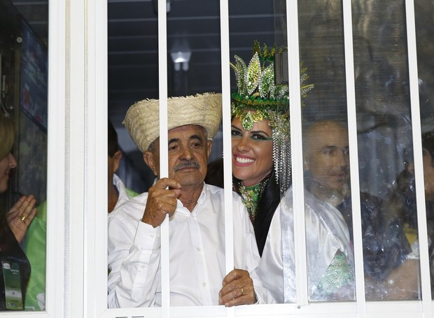 Seu Francisco e Graciele Lacerda (Foto: Marcos Serra Lima / Ego)