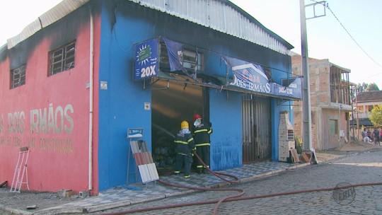Incêndio atinge loja de materiais de construção no Sul de Minas