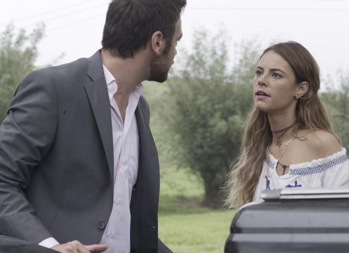 O executivo bateu boca com a mãe de Alex após um acidente de trânsito  (Foto: TV Globo)