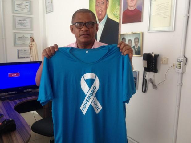 Padre Paulo Roberto diz que camiseta será comercializada na campanha (Foto: Jéssica Alves/G1)