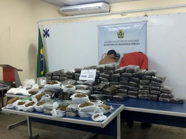 Drogas foram encontradas em casa com três suspeitos, entre eles uma adolescente (Foto: Diego Toledano/G1 AM)