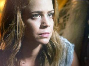 Cristina fica preocupada (Foto: TV Globo)