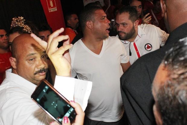 Ronaldo chegando no camarote (Foto: Celso Tavares/ EGO)