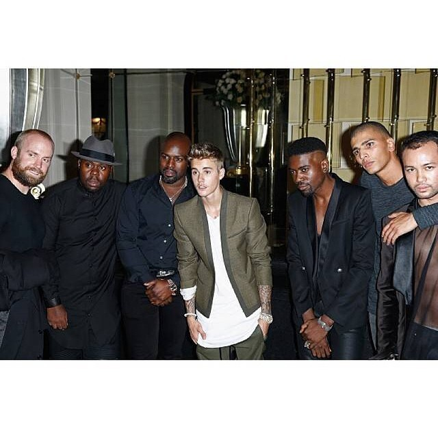Younes Bendjima com Justin Bieber e sua turma (Foto: Instagram/Reprodução)
