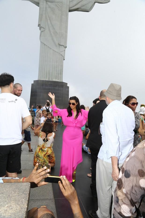 Kim Kardashian e Kanye West deixam hotel (Foto: Gabriel Rangel / Agnews)
