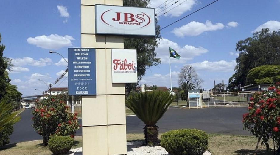 Do auge à crise. Com a internacionalização, maior parte da receita da JBS vem do exterior (Foto: Estadão Conteúdo)