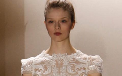 Semana de moda de Paris aposta no clássico para noivas