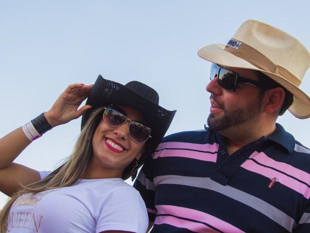 Desiree 'esnoba' o namorado durante show no palco 'Festeja Barretos' (Foto: Mateus Rigola/G1)