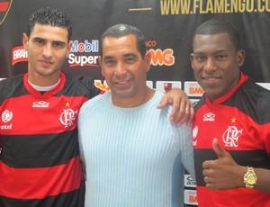 Zinho apresenta Jorge Luiz e Amaral  (Foto: Richard de Souza / globoesporte.com)