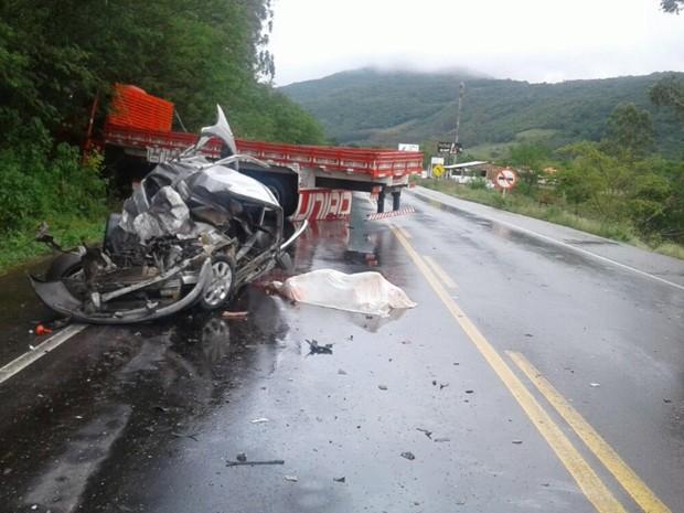 Acidente, colisão, frontal, carro, caminhão, ERS-486, Itati, mãe, filho, Marli Schaefer, Edson Schaefer (Foto: Divulgação/CRBM)
