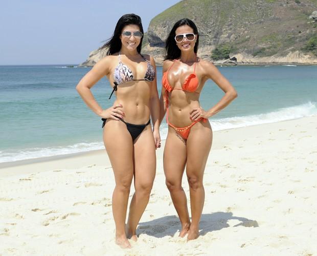 Leisiane Almeida e Thábata Carvalho na praia (Foto: Domingão do Faustão / TV Globo)