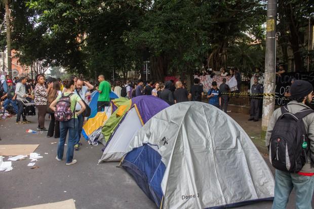 Alunos mantêm ocupação de escola em Pinheiros na manhã desta quarta (Foto: Marco Ambrosio/Estadão Conteúdo)