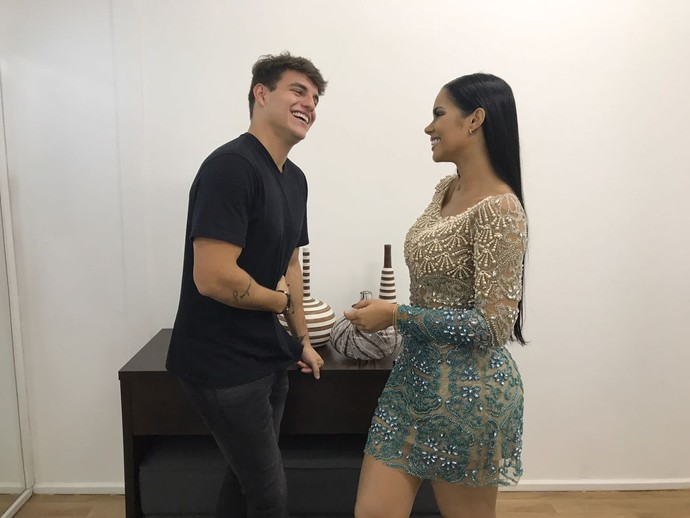 Antônio e Mayara se reencontram nos bastidores da grande final do BBB17 (Foto: Gabriela Mouta / Gshow)