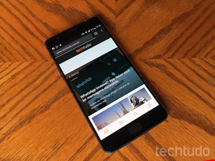 OnePlus 3T tem tela AMOLED de 5,5 polegadas com resolução Full HD (Foto: Elson de Souza/TechTudo)