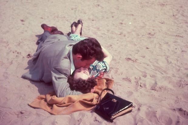 Sexo na praia (Foto: Hulton Archive/Getty Images)