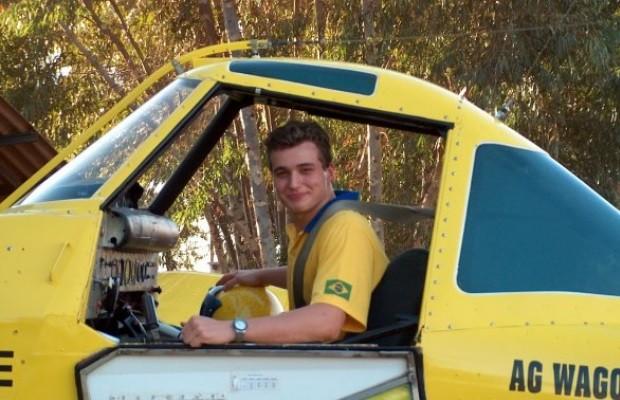 André Textor, 30 anos, morreu após sua aeronave cair no mar durante acrobacia , Goiás (Foto: Reprodução/TV Anhanguera)