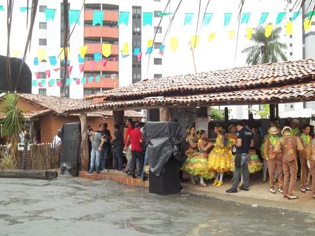 Luan fez show no Sítio São João mesmo com chuva (Foto: Rafael Melo/G1)