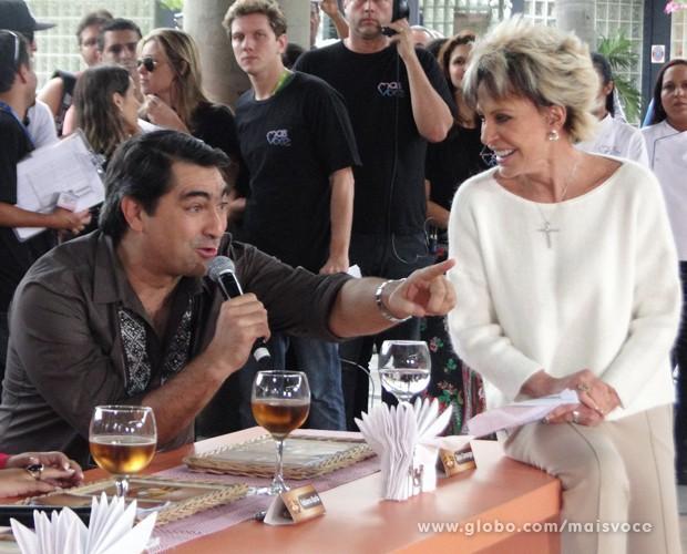 Zeca Camargo saiu da dieta (Foto: Mais Você / TV Globo)