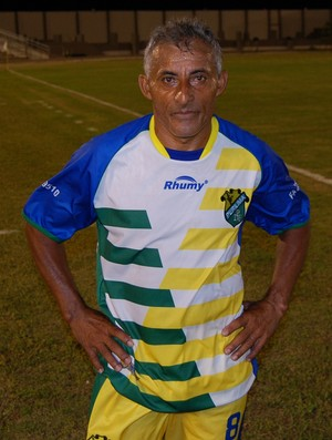 Zé Cláudio, meia de 48 anos da Perilima (Foto: Silas Batista / GloboEsporte.com)