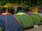 Professores decidem manter greve e acampamento em praça de Cabo Frio