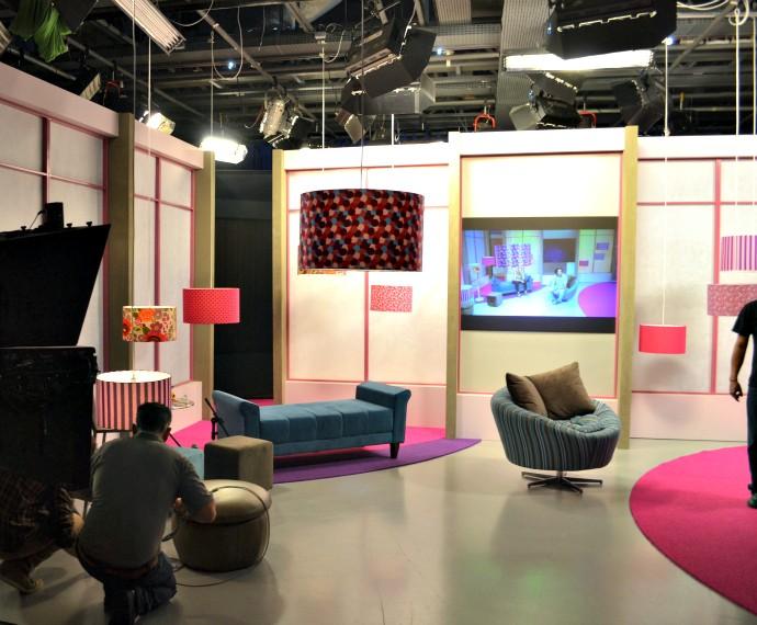 Mistura com Rodaika arquiteta cenário estúdio (Foto: Otávio Daros/RBS TV)