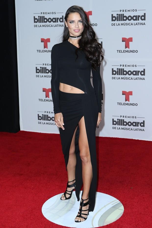 Adriana Lima em prêmio de música em Miami, nos Estados Unidos (Foto: Alexander Tamargo/ Getty Images/ AFP )