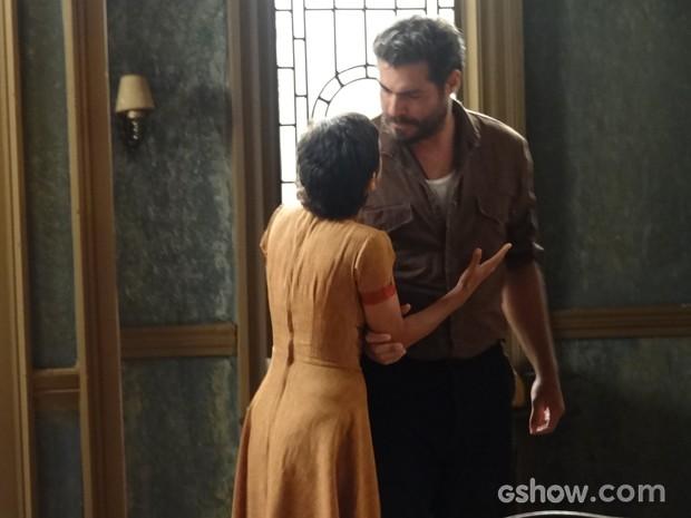 Toni diz para Gaia que vai lutar pelo amor de Hilda (Foto: Joia Rara/TV Globo)