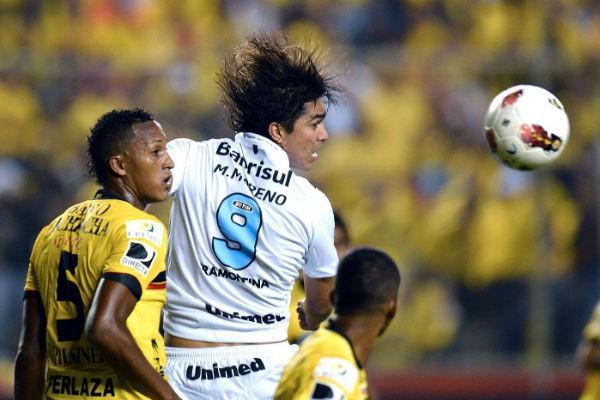 Marcelo Moreno no primeiro jogo contra o Barcelona do Equador (Foto: Agência AFP)