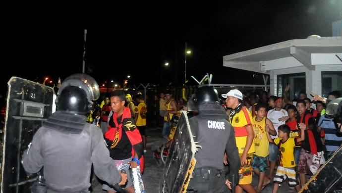 sport torcida violência (Foto: Aldo Carneiro / Pernambuco Press)