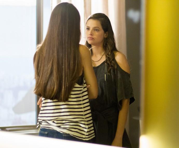 Angel fala em ciúmes e Giovanna alfineta (Foto: Fabiano Battaglin / Gshow)