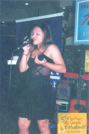 Aos 15 anos, a catarinense fez show em concurso estudantil de Criciúma (Foto: Arquivo pessoal/Janaina Cruz)