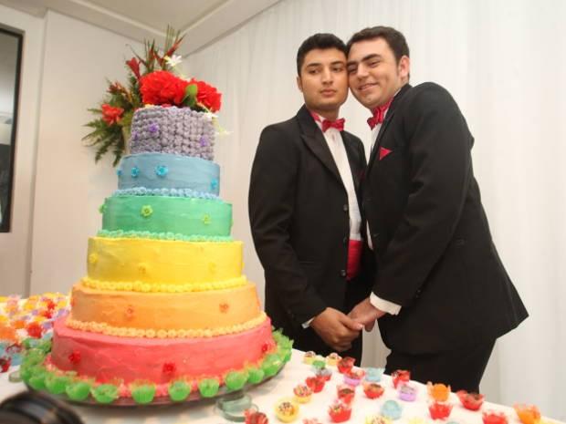Jairo e Elvis Santos vivem juntoa há dez anos e dizem que casamento reforça o amor (Foto: Igor Mota/ Amazônia Jornal)