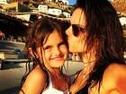 Alessandra Ambrósio mostra foto fofa com a filha na Grécia