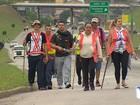 Polícia Rodoviária Federal orienta romeiros em peregrinação na Dutra