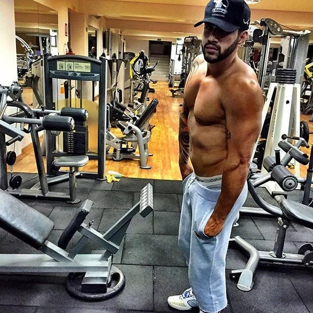 Gusttavo Lima posa para foto sem camisa (Foto: Instagram/ Reprodução)