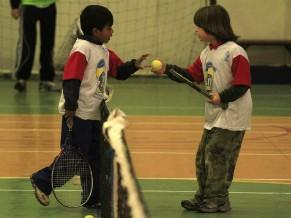 Crianças disputam no torneio realizado pela Fundação Tênis (Foto: Divulgação)