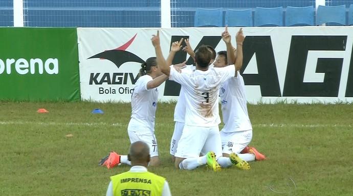 Jogadores do Operário-MS comemoram gol sobre o Misto (Foto: Reprodução/TV Morena)