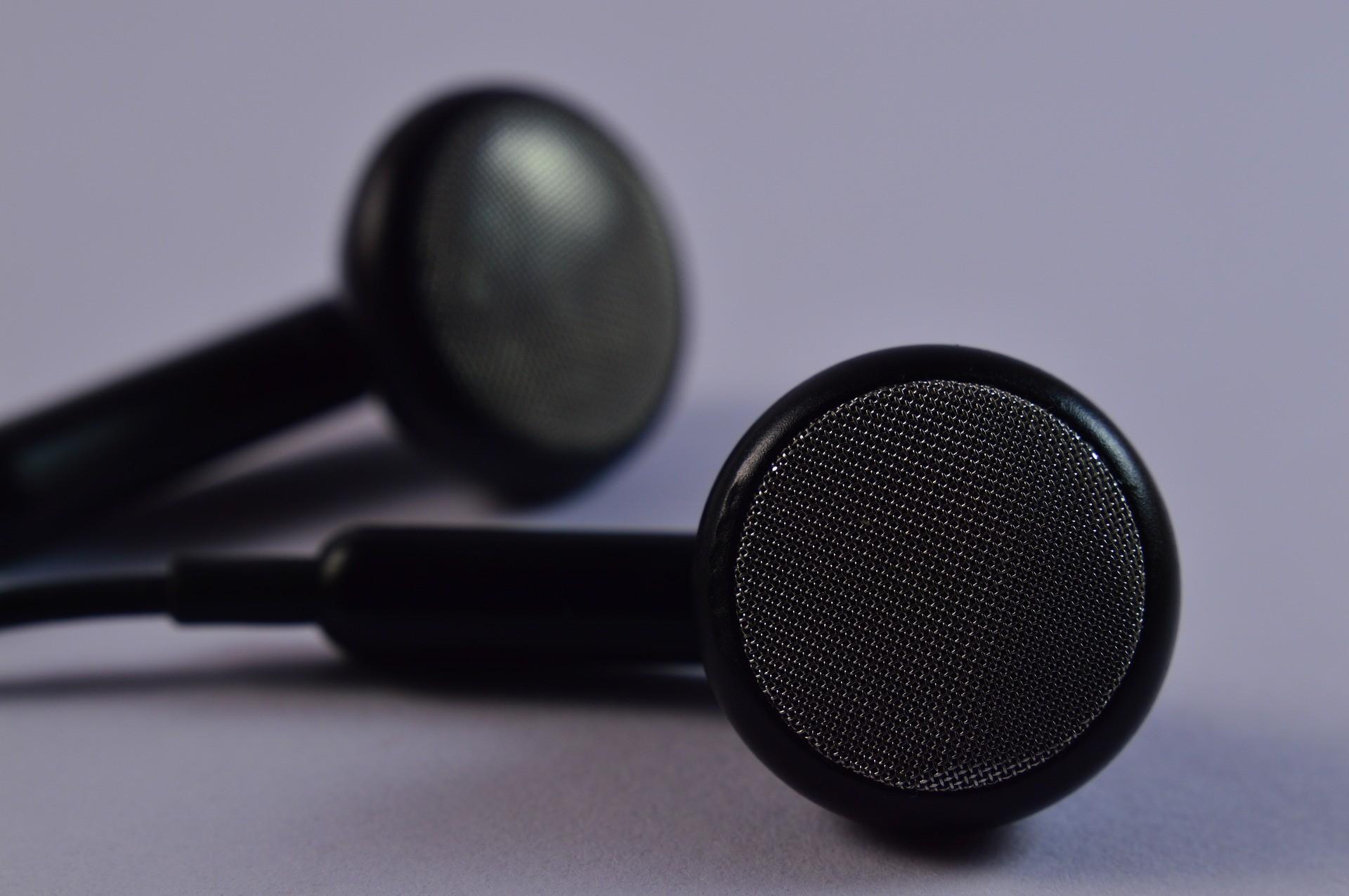 O que esperar de fones de ouvido simples e baratos? Você pode se surpreender (Foto: Creative Commons)