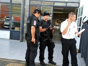 Policiais do Garra em frente ao 10º DP de Campinas (Foto: Luciano Calafiori/ G1 Campinas)