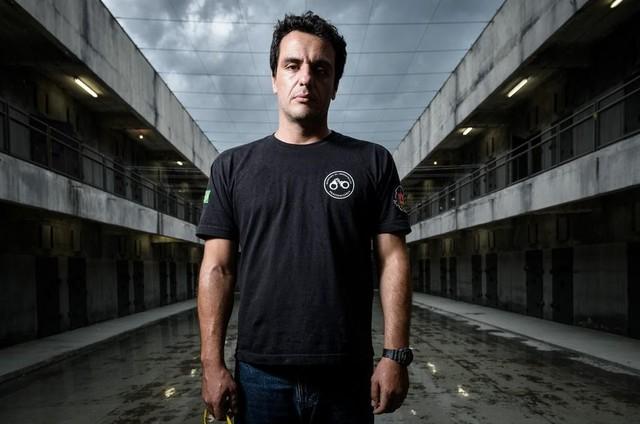 Rodrigo Lombardi em 'Carcereiros' (Foto: Divulgação)