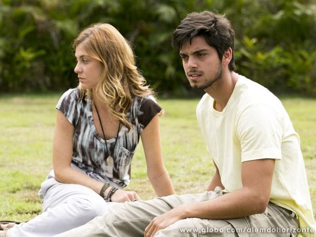 Marlon e Paulinha estão prontos para finalmente fazer parte da Comunidade! (Foto: Além do Horizonte / TV Globo)