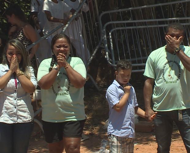A família de Manoel fica emocionada com a cara nova do Centro Cultural (Foto: TV Globo)