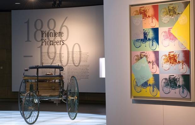 Réplica do automóvel criado por Karl Benz em exposição no Museu da Mercedes-Benz (Foto: Divulgação)