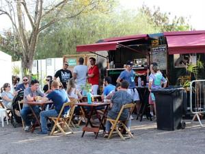 Food trucks chamam atenção com especialidades gastronômicas (Foto: Jomar Bellini / G1)