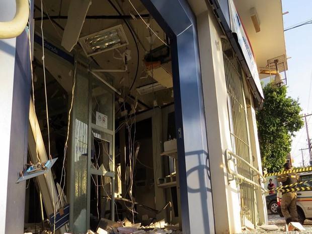 Caixa foi explodido em Dores do Indaiá (Foto: Sueli Snatos/Divulgação)
