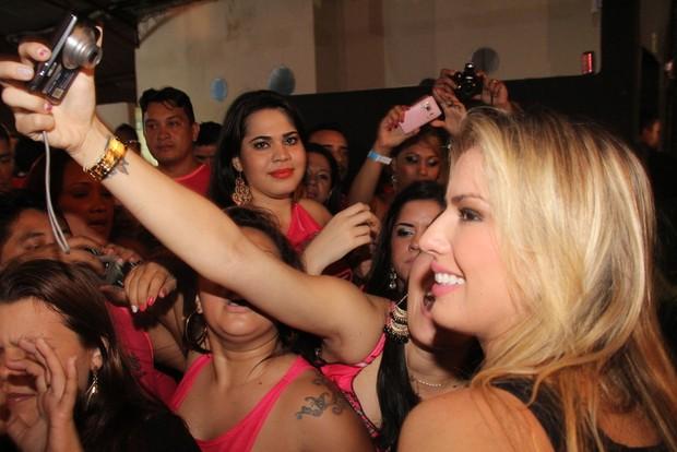 Fernanda, ex-BBB, em Belem no Pará (Foto: Wesley Costa/AgNews)